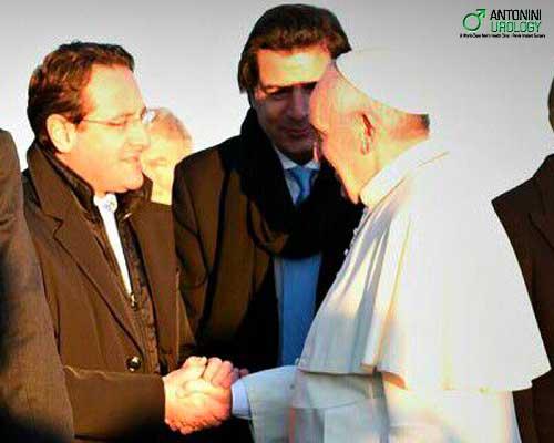 Prof. Antonini saluta il Santo Padre in partenza per il Kenya e Uganda
